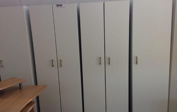 18 Ikea bílá jednodveřová skříň 60x60x202cm za 1740Kč kus,dvoudvéřová 80cm šířky za 2190Kč kus