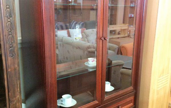 123 mahagonová prosklená vitrina 103x38x200cm vysoká za 2190Kč