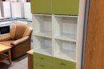 771 koupelnová úzká skříňka se zelenými dvířky 33x31x185cm ,kus po 1120Kč