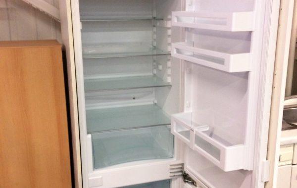 794 Liebherr-vestavná kombinovaná lednice s mrazákem 60x60x200cm za 2980Kč