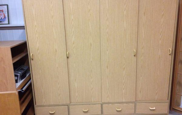 817 světlá skříň s posuvnými dveřmi +šuplíky 200x55x180cm za 2970Kč