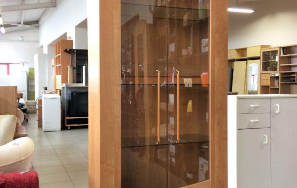 834 vyšší prosklená vitrina 87x45x220cm za 2190Kč