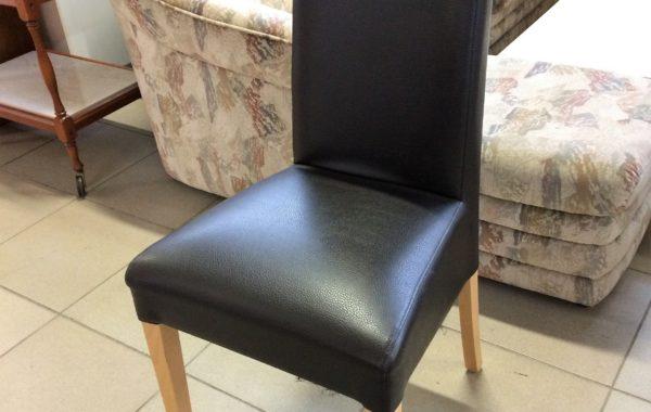 838 čtyři kvalitní dřevěné židle s potahem černá ekokůže,kus po 480Kč