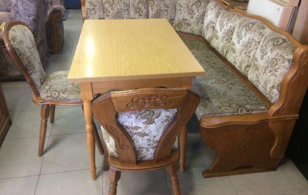 851 dubová rohová lavice 170x135cm s úl.prostorem,dvě židle a stůl za 4650Kč