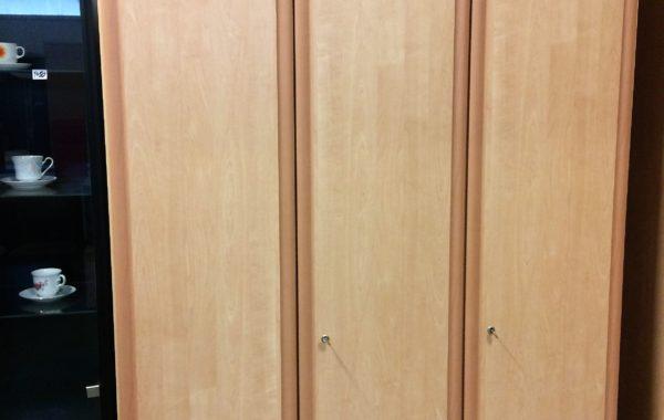 867 třídveřová vysoká šatní skříň  145x60x220cm za 3670Kč