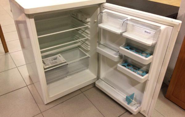 882 Bosch lednička 60x60x85cm záruka,cena 2640Kč