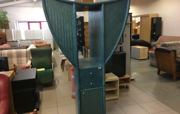 903 modrá předsíňová skříň  42x42x203cm vysoká-nahoře rozšířená na 115cm,cena 1960Kč