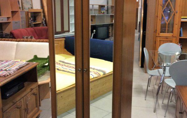 68 dvoudvéřová skříň se zrcadly-dveře do oblouku 76x40x208cm za 2230Kč