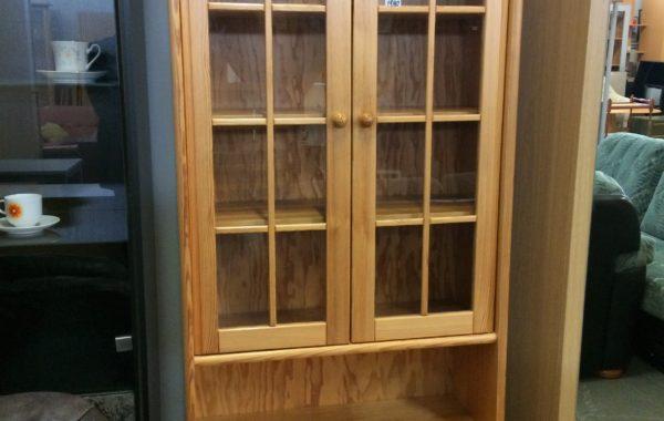 103 prosklená dřevěná vitrina se šuplíkem 80x55x200cm za 1580Kč
