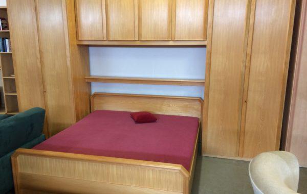 130 Velká kompletní ložnice -dvě skříně po metru a dvoulůžko 200cm-stěna 400cm za 11960Kč