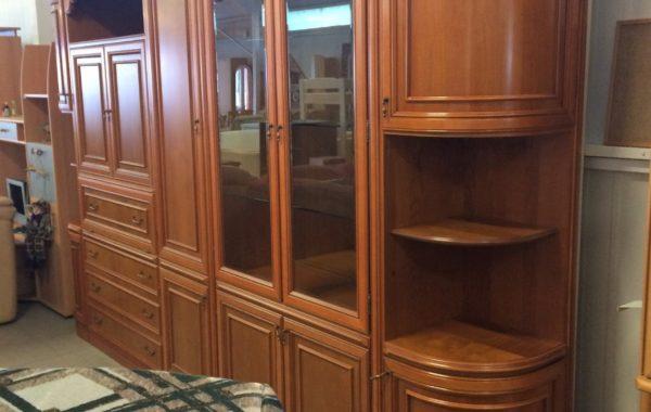 143 Italská luxusní obývací leštěná stěna 350x55x220cm ,lze poskládat i do rohu 200x150cm ,cena 12830Kč