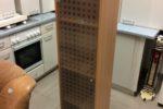 148  úzká skříńka se skleněnými dvířky 35x30x150cm za 890Kč