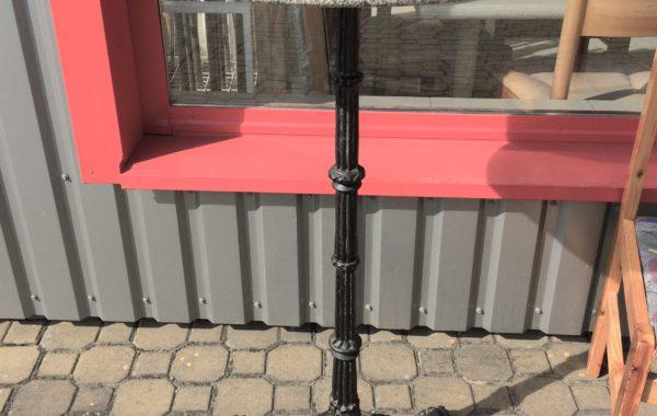 392 mramorový stolek průměr 60cm,s litinovou nohou 110cm za 1560Kč