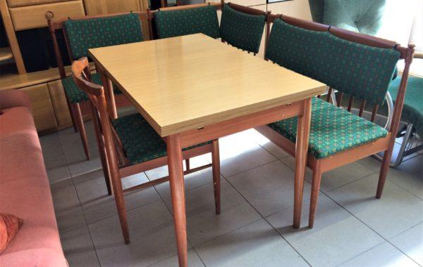 493 rohová lavice s úl.prostorem 132x170cm +stůl rozkládací a jedna židle za 3870Kč