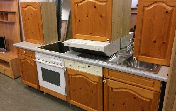 483 kompletní kuchyně s borovicovými dveřmi,se spotřebiči 235cm délky za 9640Kč