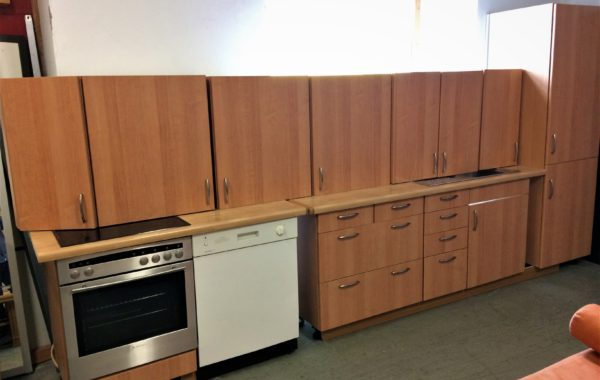 620 hnědá moderní kuchyně ze tří částí 130+200+60cm komín s lednicí a mrazákem,lze sestavit libovolně,14640Kč