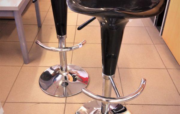 652 dvě barové stoličky v 80cm,lze snížit,jedna za 450Kč