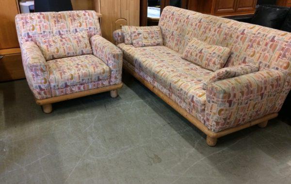 674 3+1 s dřevěným dekorem,pohodlná okrová sedačka 200cm za 3270Kč