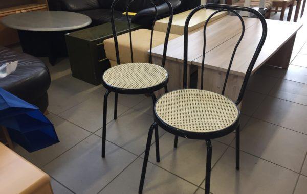 804 dvě kovové židle s výpletem ,kus po 340Kč