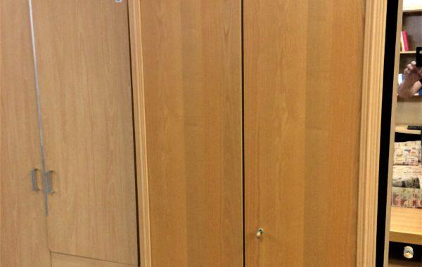 713 dvoudvéřová šatní skříň světlá dubová dýha 95x60x215cm za 2380Kč