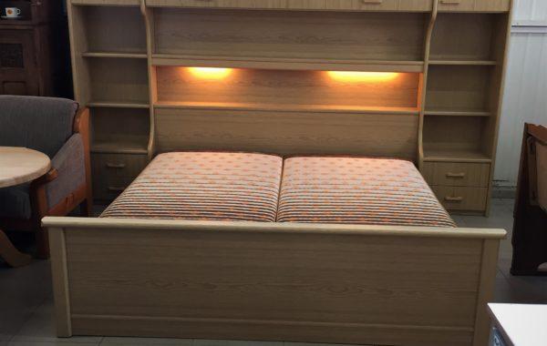 870 velká ložnicová sestava-postele s rampou 280x215cm vysoká ,spousta užitného místa za 11430Kč