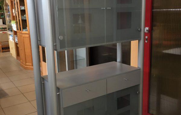 967 skříňka šedá prosklená 105x45x180cm za 1980Kč