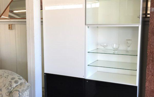 974 IKEA Besta Venga dvouskříň s vysokým leskem a samodosuvy 120x40x202 za 3980Kč