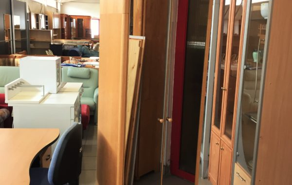 106 dvoudvéřová skříň se zrcadly na dveřích,předsíňový nábytek za 1980Kč