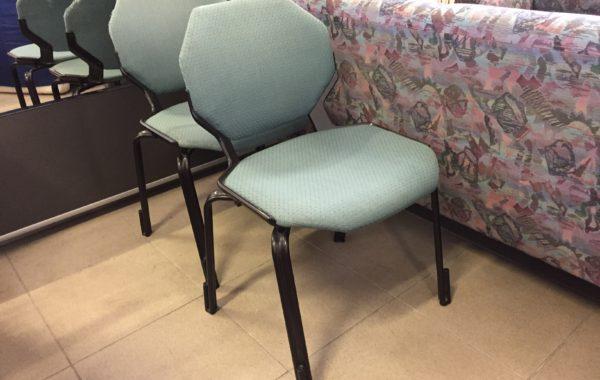 114 dvě kovové židle s vysokou nosností ,kus 170Kč