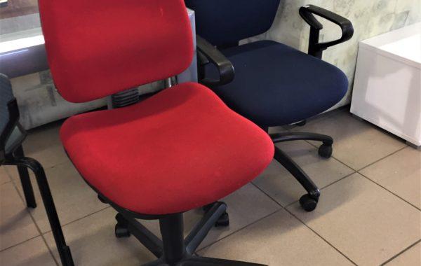 195 vínová otočná pohodlná židle za 490kč