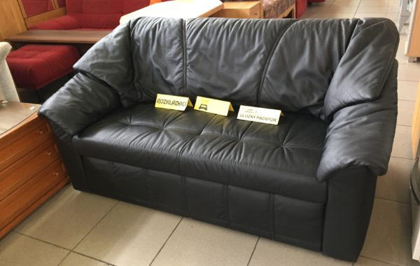200 rozkládací luxusní 160cm pohovka z černé kůže a s úl.prostorem za 3670Kč