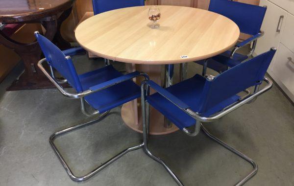 236 čtyři kovové chromované židle,kožené potahy.cena za kus kus po 450Kč