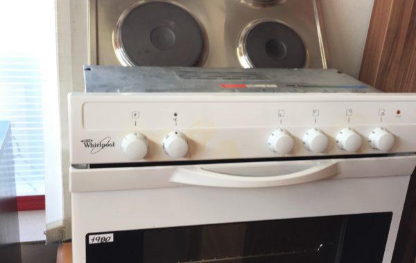 258 Whirlpool-vestavná trouba60cm s varnou plotnou,záruka- za 1980Kč