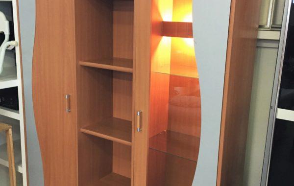 280 malá moderní policová osvětlená stěna 150x50x202cm za 2860Kč