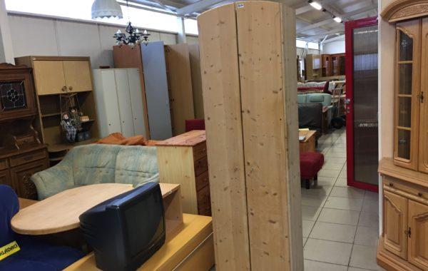 268 dvoudvéřová šatní skříň z masívu-borovice bez laku,jen vosk 60x40x205cm za 2630Kč