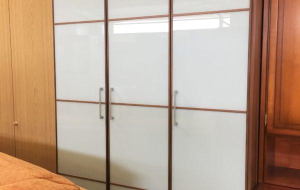 392 třídveřová vysoká skříň 14x60x220cm za 3470Kč