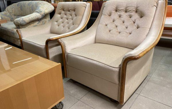 488 béžová sedací souprava se dvěma pohodlnými křesly,210cm pohovka,cena 4740Kč