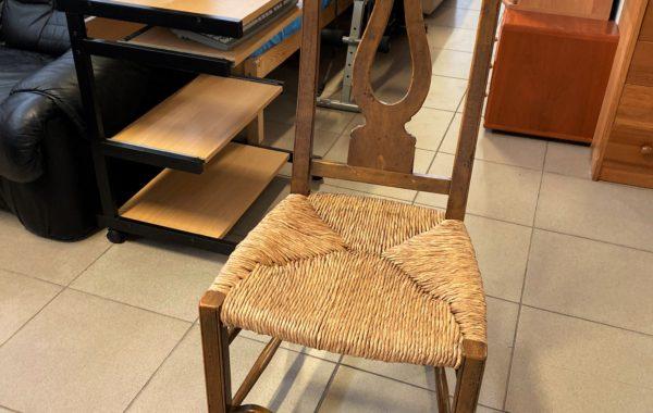 779 stará vyřezávaná židle za 560kč