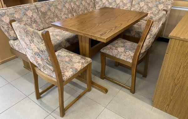 874 rohová polstrovaná lavice 205x160cm .dubový rozkládací stůl a dvě židle za 4840Kč