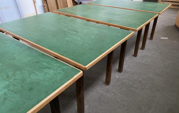 951 dva pevné,dřevěné pracovní,jídelní stoly 140x80x75cm za 860Kč kus