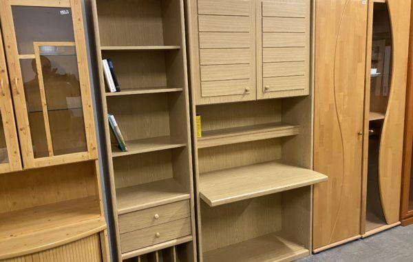 982 Psací stolek v skříni 100x56x208cm za 1940Kč,komín úzký 52x40x208cm za 960Kč
