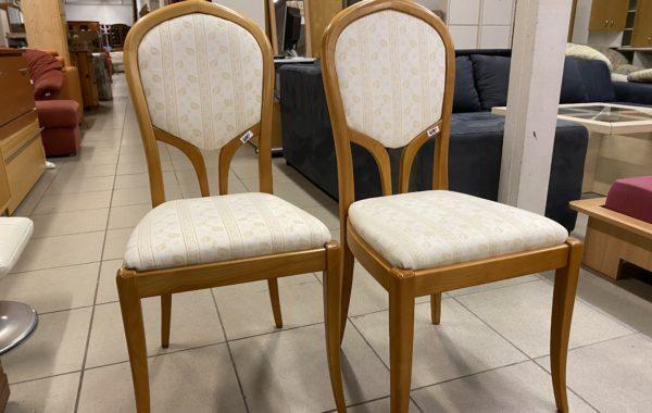 103 dvě světlé bukové židle po 480Kč