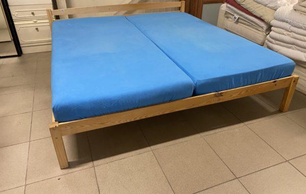 551 borovicová dvoupostel 200x180cm,bez laku,jen vosk,pratelné matrace ,cena 3680kč