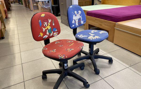 163 dvě dětské otočné židličky po 340Kč