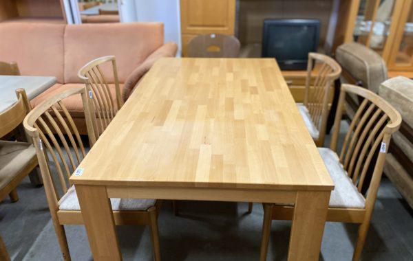 175 čtyři dubové pevné židle s čalouněním ,kus po 450Kč