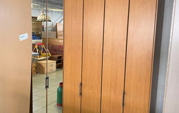 203 skříň se skládanými dveřmi 150x58x235cm vysoká za 3670Kč
