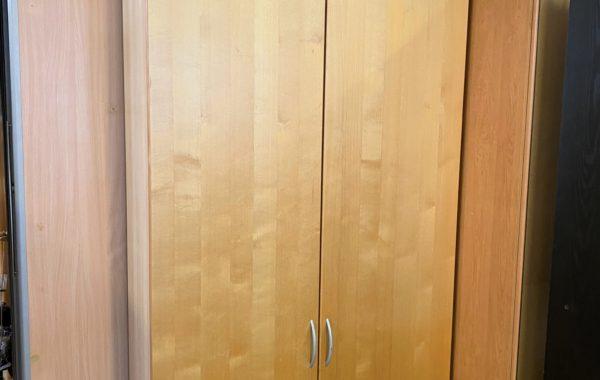 229 dvě štíhlé IKEA skříně s drátěnými košíky 100x38x236cm ,kus po 2790Kč