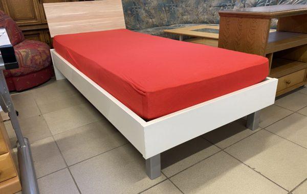 232 bílá kvalitní postel s čelem ,kompletní 200x90cm za 2470Kč