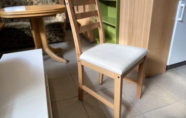 257 IKEA Lerhamn -dvě bukové židle s světlým čalounem ,kus po 450Kč