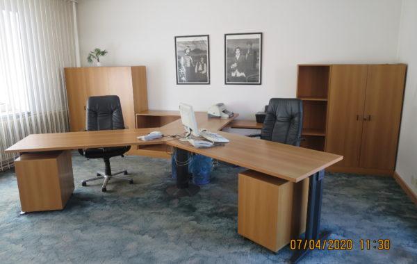 321 větší kompletní kancelář ,původní cena 200tisíc za 18760Kč